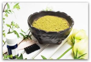指甲花(又稱Henna、海娜)是歷史悠久的天然染髮劑成分