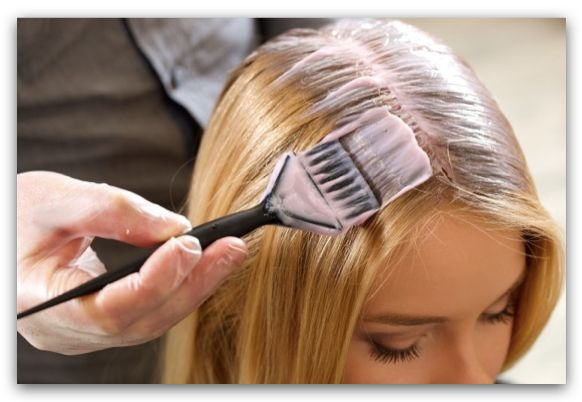 護染髮劑是乳霜質地,容易塗布(示意圖)